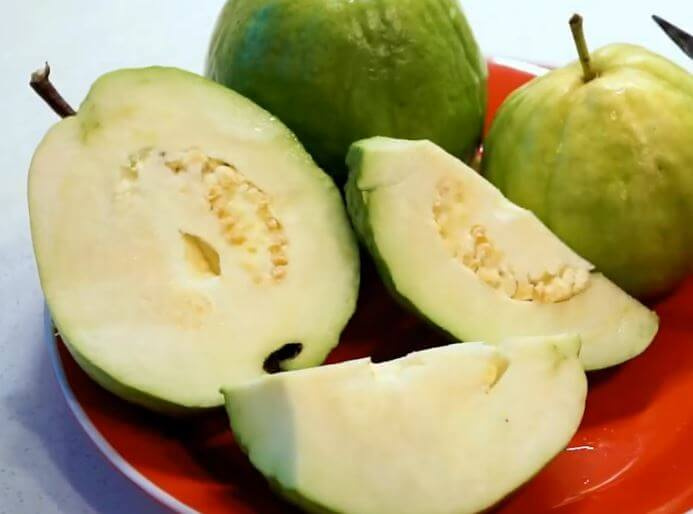 are guava seeds edible